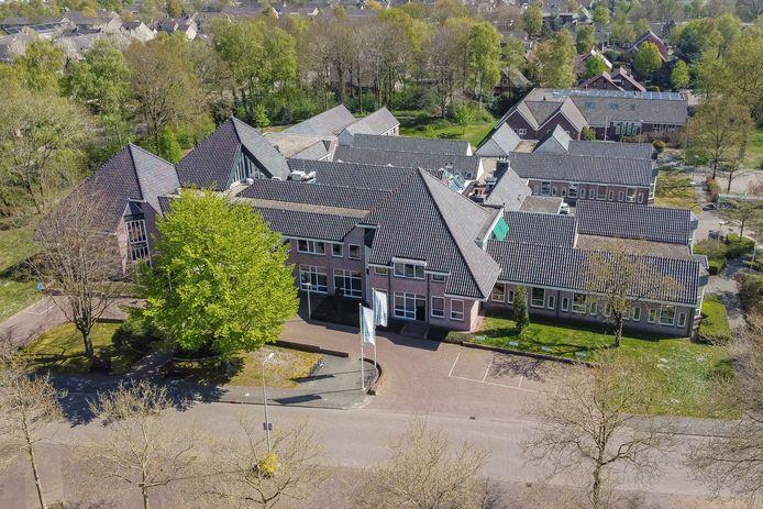 Voor het verduurzamen van het gemeentehuis in Staphorst mogen geen maatschappelijke gebouwen worden opgeofferd.