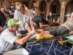 Rode Kruis prikt 16.551 blaren van Vierdaagsewandelaars