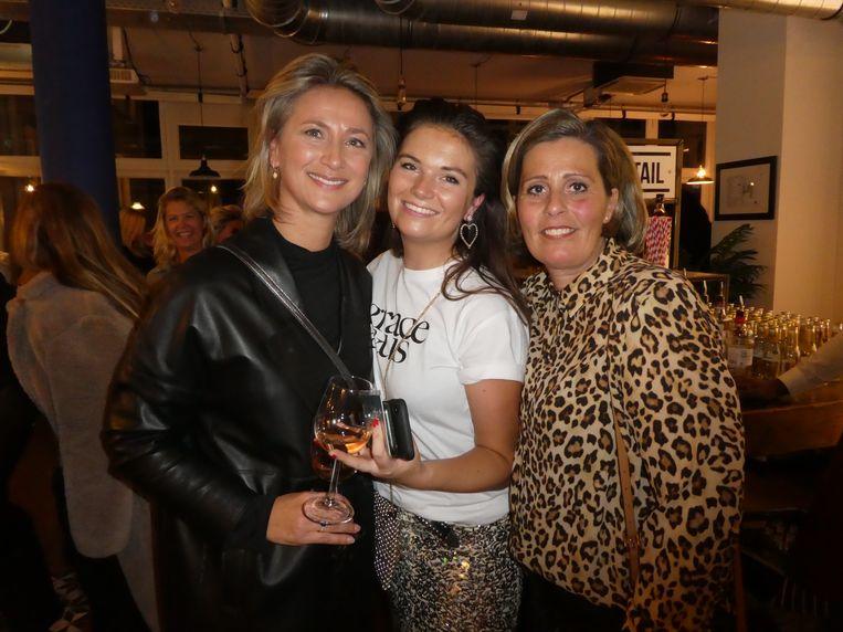 Nynke Wynia van dameskledingwinkel Wynia en twee grote inspiratiebronnen: stylist Manon de Boer en Ingrid Vos (