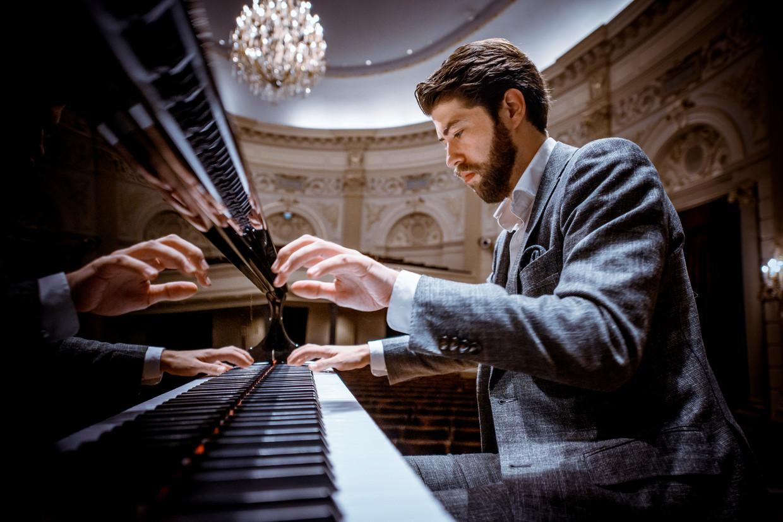 Thomas Beijer: 'Je eigen liedteksten schrijven is handig als je als componist niet goed uitkomt - dan schrijf je er gewoon een lettergreep bij'.