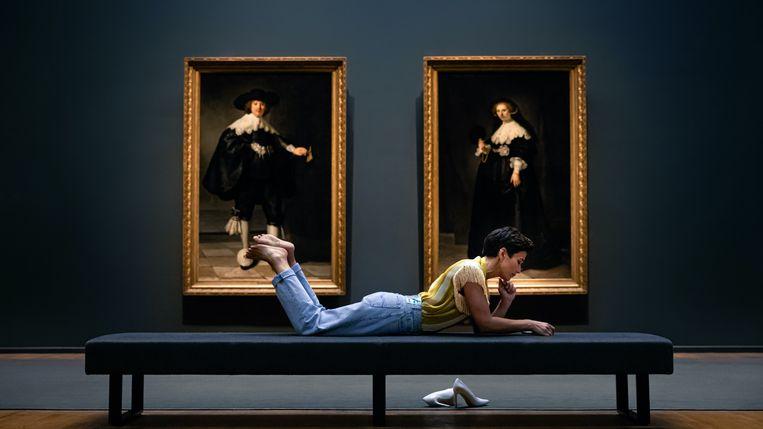 Annechien Steenhuizen in het Rijks: 'Ik ben een gemiddelde museumbezoeker.' Beeld NTR