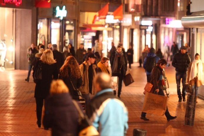 Winkelend publiek in de Eindhovense binnenstad