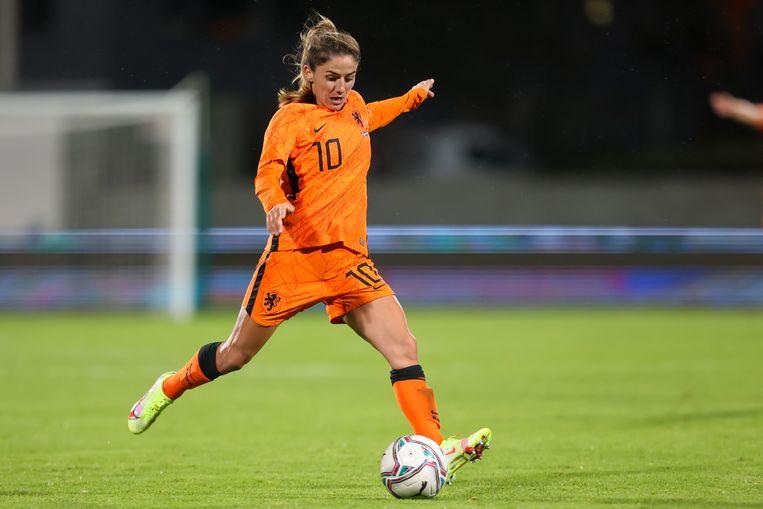 Danielle van de Donk tijdens de wedstrijd Nederland-IJsland Beeld Pro Shots / Remko Kool