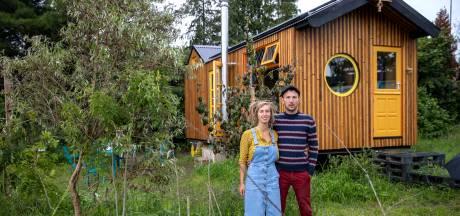Zelfvoorzienend wonen in huisje van paar vierkante meter: 'Vangen regenwater op en hebben composttoilet'