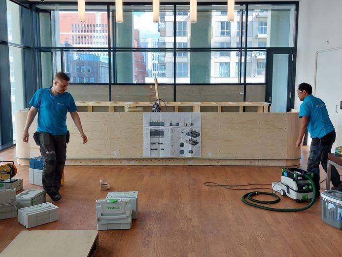 In foyer 3 wordt het begin gemaakt van de bouw van een bar.