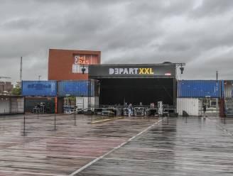 Wat een domper! Door noodweer worden optredens Het Zesde Metaal en Brihang uitgesteld op eerste coronaproof evenementenplein van België