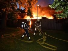 Overkapping en schuur gaan in vlammen op in Almelo
