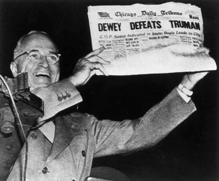 Winnaar Harry Truman met de foute voorpagina. Beeld null