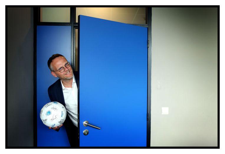 Peter Croonen: 'De fans appreciëren dat we toch voetballen, dat bewijzen de kijkcijfers.' Beeld ID/Filip Naudts