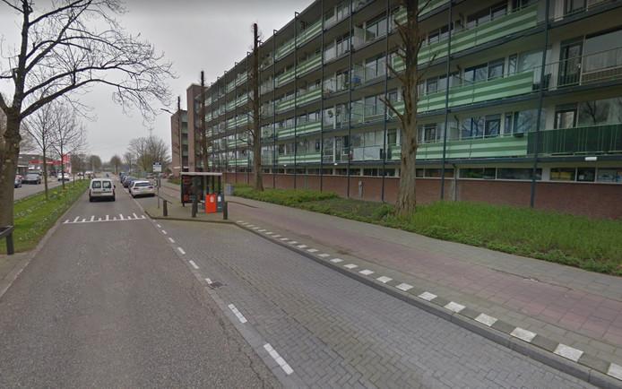 De bushalte Nachtegaallaan in Sliedrecht is te kort voor de lange bussen van Qbuzz.