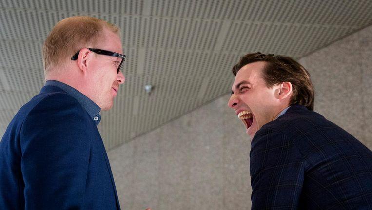 Jan Roos (l) en Thierry Baudet (r) voor aanvang van het Tweede Kamerdebat over de uitslag van het raadgevend referendum over het associatieverdrag tussen de Europese Unie en Oekraine. Beeld ANP