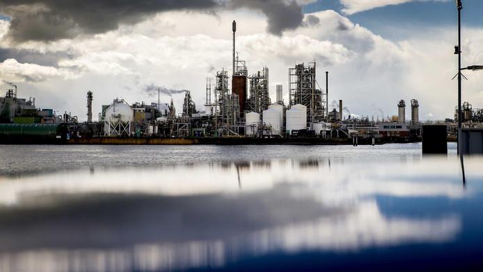Chemours mag jaarlijks 6400 kilo afvalwater lozen in de rivier.