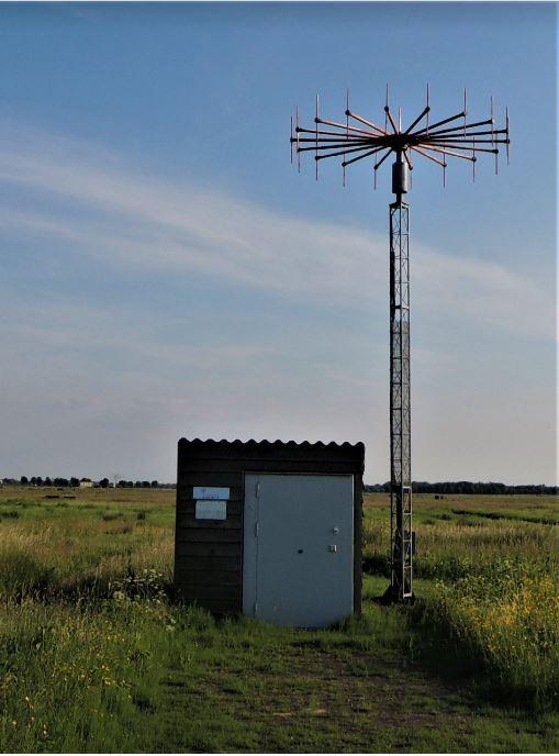 De zendinstallatie van de luchtverkeersleiding in de polder Arkemheen tussen Nijkerk en Amersfoort.