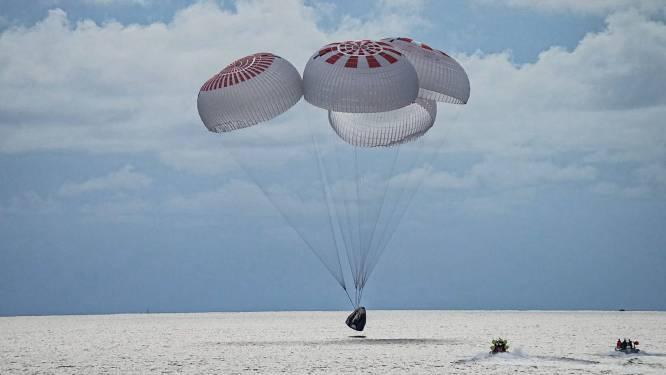 Eerste SpaceX-capsule met enkel 'ruimtetoeristen' veilig en wel teruggekeerd