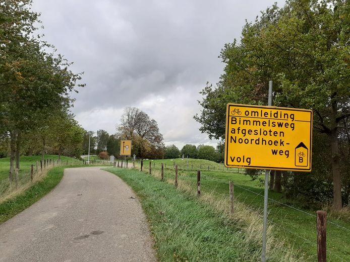 Fietsers tussen Goes en Heinkenszand moeten tot en met mei omrijden via de Noordhoekweg. Deze weg is nu ook taboe voor auto's, zodat de route een stuk veiliger is.