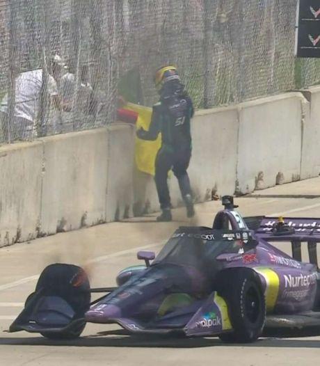Vorig jaar aan dood ontsnapte Grosjean ziet auto vlam vatten en wil zelf vuurtje blussen
