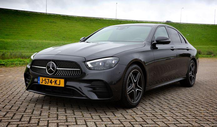 Als sedan heeft de vernieuwde Mercedes-Benz E-klasse een klassieke uitstraling. Het comfort is top.