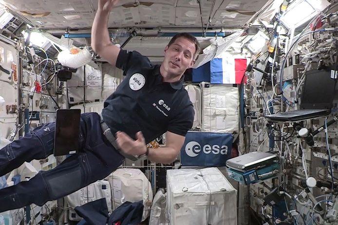Thomas Pesquet est devenu lundi le premier astronaute français à prendre les commandes de la Station spatiale internationale (ISS).