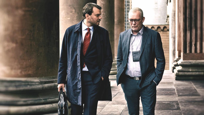 Pilou Asbæk en Søren Malling in 'The Investigation'. Beeld TMDB