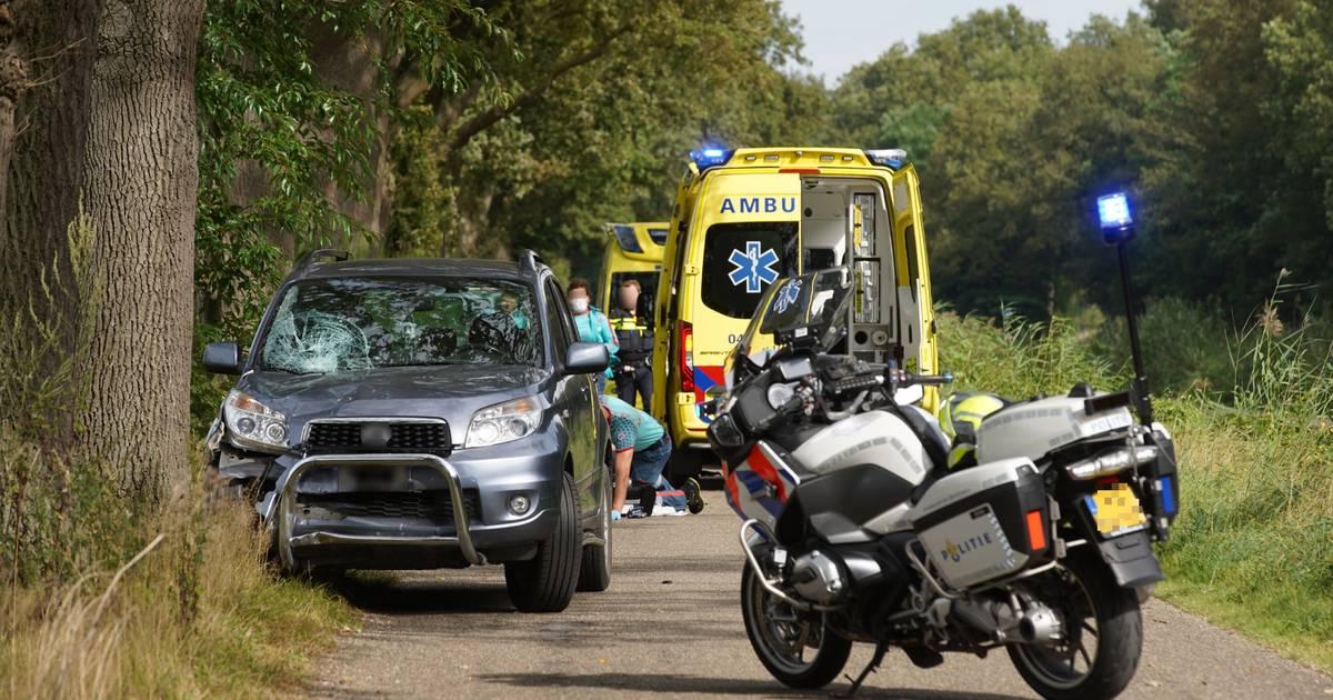 Jonge brommerrijder overleden na botsing in Heeten.