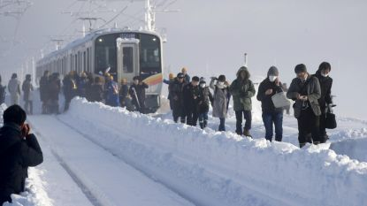 Honderden Japanners 15 uur lang vast in trein door zware sneeuwval
