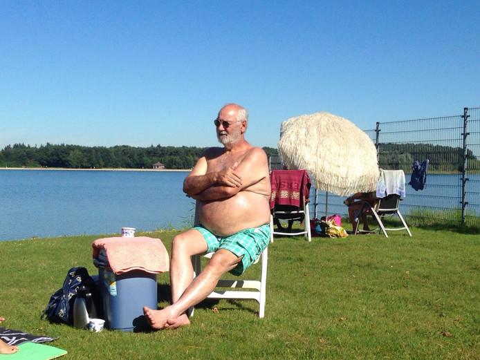 Jan Hoefnagels geniet van het weer in Helmond
