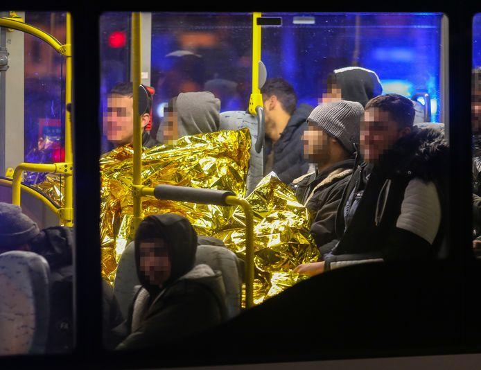 De verstekelingen werden per bus afgevoerd.