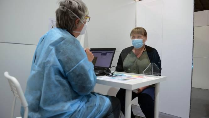 Vaccinatiecentrum zoekt medische vrijwilligers door drukte