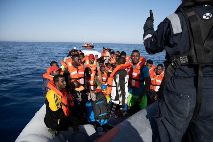 Salva i migranti da barconi traballanti con Sea-Watch 3.