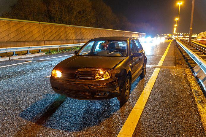 Eenzijdig ongeval op A27 bij Nieuwendijk.