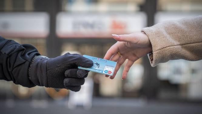 Vrouw (62) uit Bergentheim voor duizenden euro's opgelicht door 'bankmedewerker'