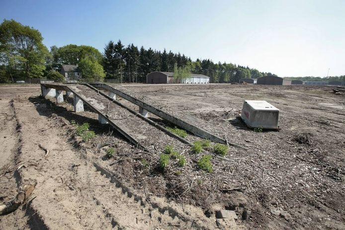 Het MOB-complex voor de start van de bouw van het distributiecentrum van Edco. foto Ton van de Meulenhof