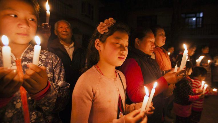 Tibetanen wonen een wake bij nadat een Tibetaanse monnik zichzelf op 13 februari in brand stak uit protest tegen de Chinese bezetting Beeld EPA