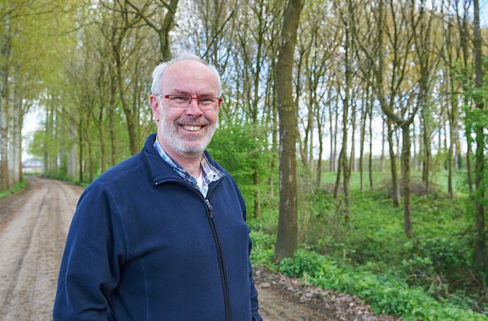 Wim de Vrij bij een restantbosje in het buitengebied van Sint-Oedenrode.