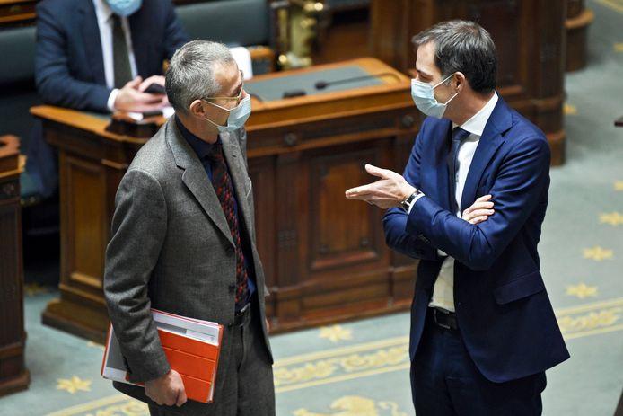 Le ministre de la Santé Frank Vandenbroucke (sp.a) et le Premier minsitre Alexander De Croo (Open Vld) à la Chambre (archives).