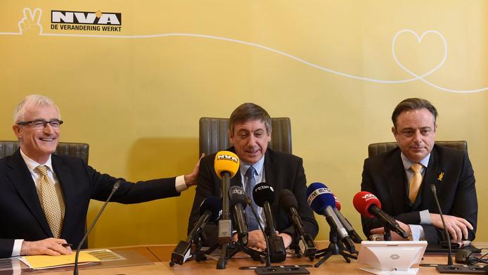 Geert Bourgeois, Jan Jambon et Bart De Wever, en janvier dernier
