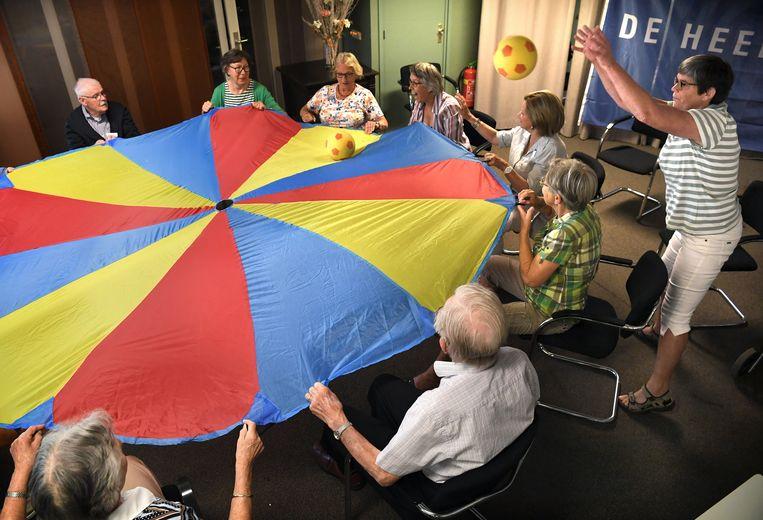 Ochtendgymnastiek met Riemersma. Beeld Marcel van den Bergh / de Volkskrant
