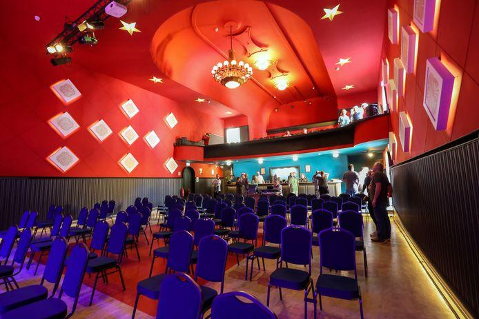 Het Cantine-theater in Budel-Dorplein is vernieuwd, en werd goed bezocht tijdens open Monumentendag, zondag.