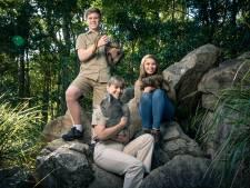 Ook de kinderen van krokodillenworstelaar Steve Irwin rauzen op tv door de natuur