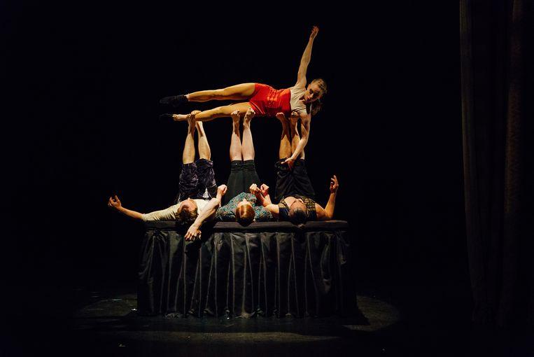Batacchio van Cirk La Putyka, openingsvoorstelling Circusstad Festival Rotterdam Beeld Jan Hromadko