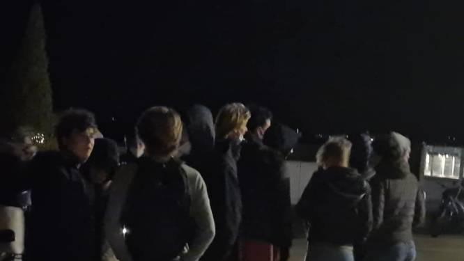 """""""Ze hebben niks anders te doen, alles is gesloten"""": strand van Knokke overspoeld door feestende jongeren, politie schrijft meer dan 100 pv's uit"""