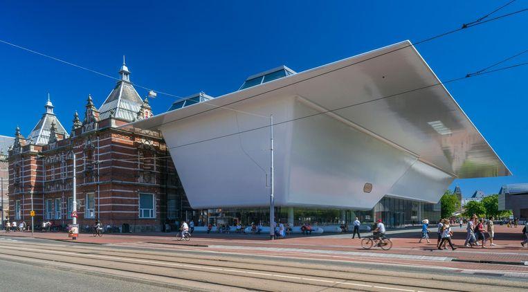 Wie even naar het museum gaat kan ook even achterover zakken voor een bakkie in de entree. Beeld Stedelijk Museum Amsterdam