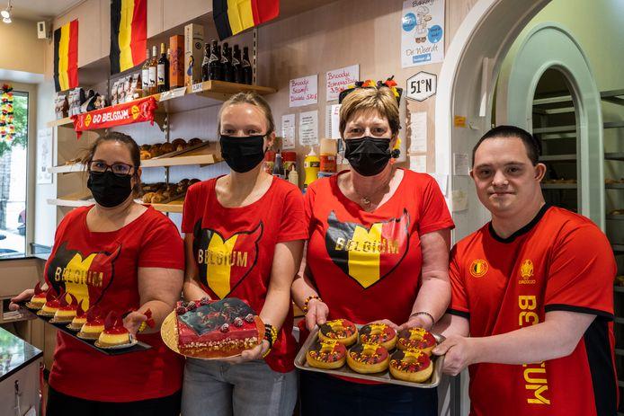 Bij bakkerij De Weerdt lachen de gebakjes in voetbalthema je toe.