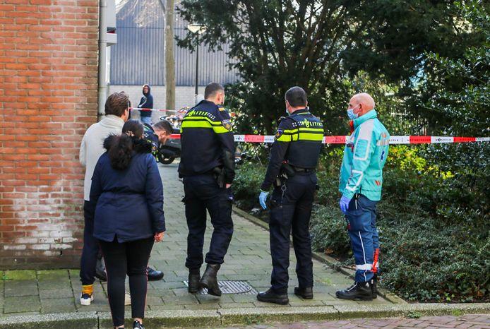 Een persoon heeft woensdag een flinke hoofdwond opgelopen bij een val aan het Geldelozepad in Dordrecht. Het slachtoffer is naar het ziekenhuis gebracht.