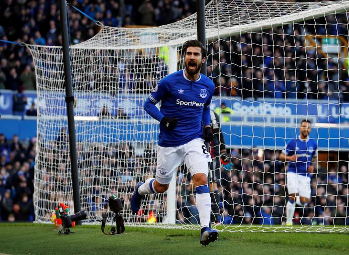 André Gomes juicht na een goal namens Everton tegen Wolverhampton Wanderers op 2 februari 2019.