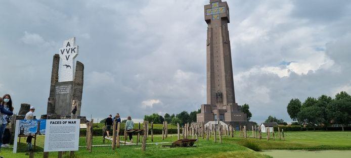 De expo staat  2 maanden lang in de schaduw van de IJzertoren.
