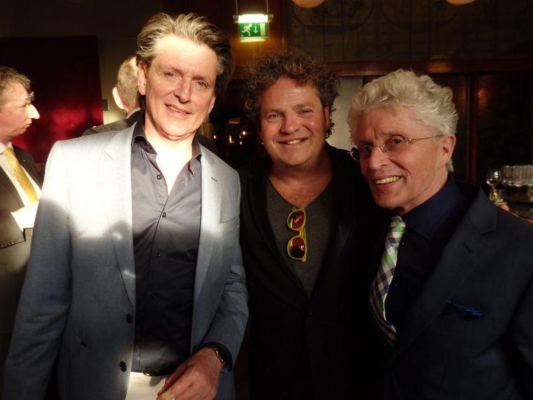 Radiomaker Erik de Zwart, acteur Dirk Zeelenberg en theaterkenner Jacques d'Ancona (vlnr): 'Mijn vader was een groot jeneverkenner. Er lag altijd een fles ouwe in de koelkast' Beeld Schuim