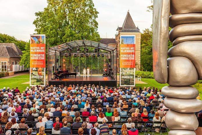 Kasteel Nijenhuis is het decor van de Fundatie Summerstage.
