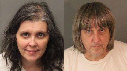 """Amerikaans echtpaar opgepakt wegens mishandeling en verwaarlozing van hun 13 kinderen: """"Zwaar ondervoed en met hangsloten aan bed geketend"""""""