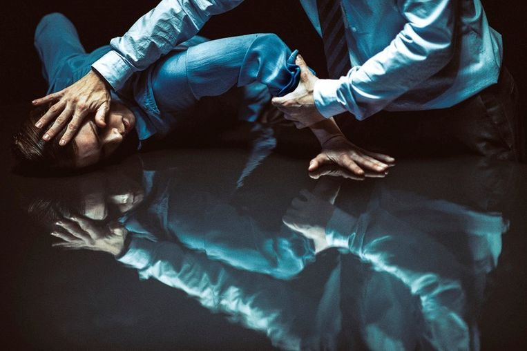 Dansers in The Statement van Crystal Pite bij het Nederlands Dans Theater 1. Beeld Rahi Rezvani